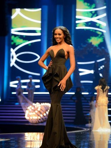 23岁超模当选2015年南非小姐