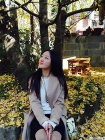 杨钰莹出席活动开心大笑 知性秀美腿[图集]