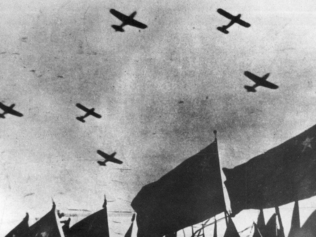 回望中国空军70年发展历程 看那些值得关注的瞬间[图集]